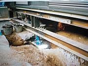 住宅沈下修正工事 「鋼管杭圧入工法」